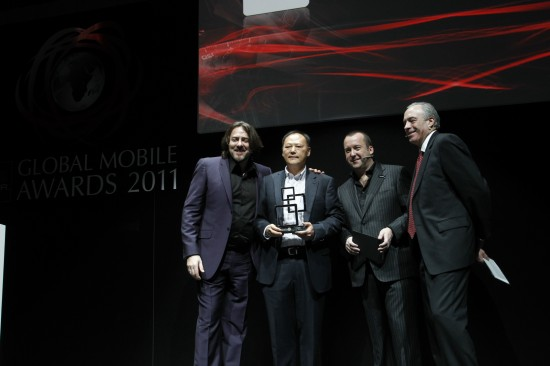 Peter Chou, HTC CEO accepting the GSMA Global Mobile Award for device manufacturer of the year