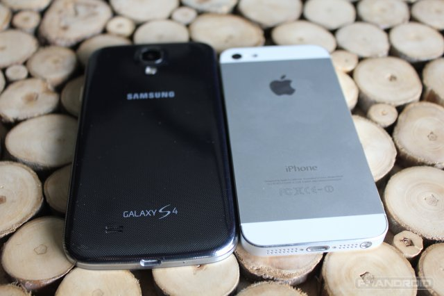 galaxy s4 iphone 5 640x426 Samsung Galaxy S4 Vs. iPhone 5: Which Phone Is Better?   Business Insider