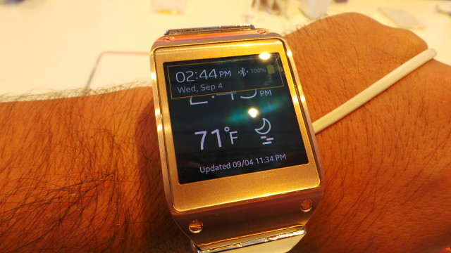 galaxy-gear-on-wrist