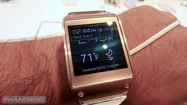 Samsung galaxy gear on wrist