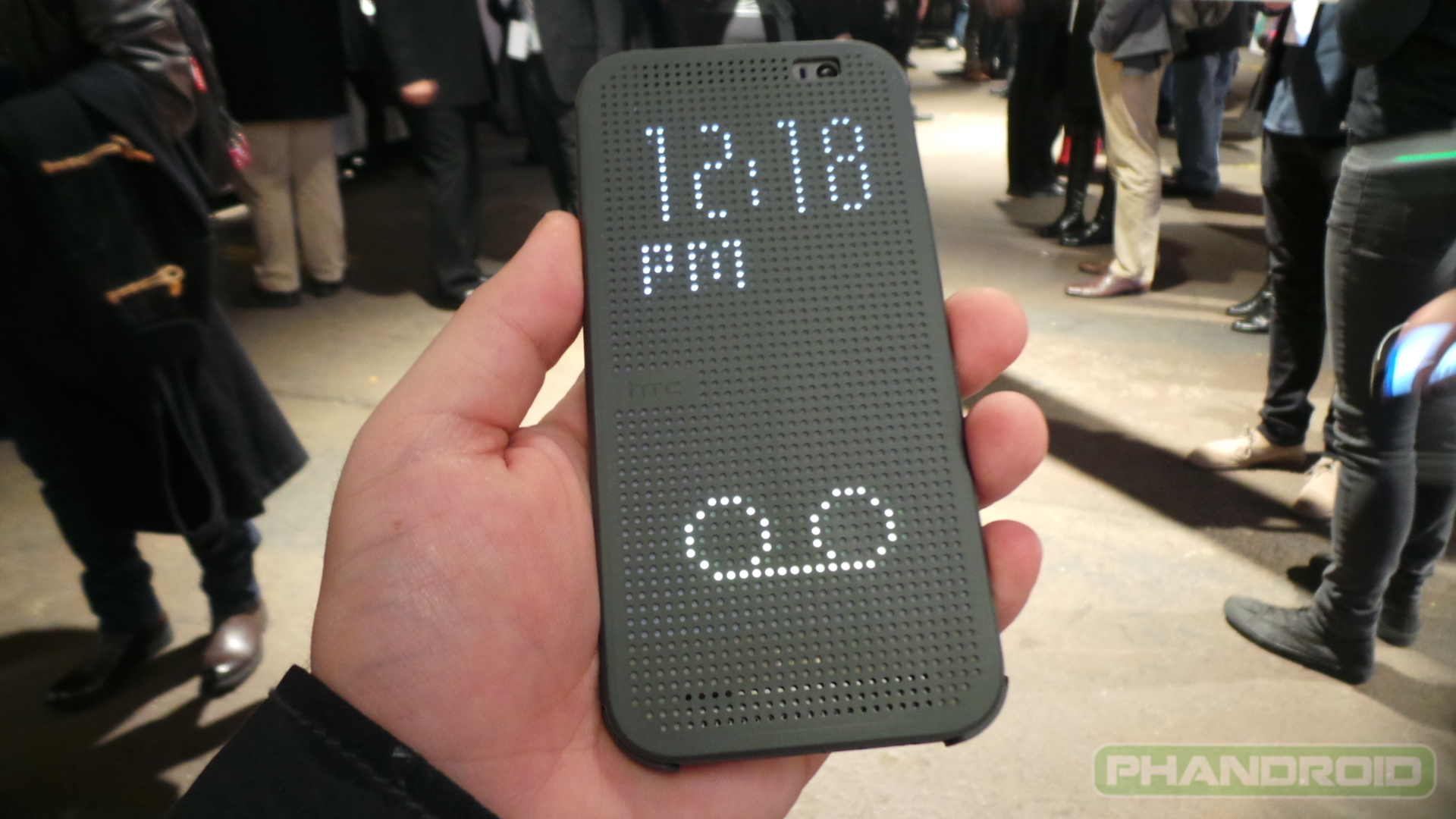 Hands-on  HTC One M8 Dot View case brings a heavy dose of 80s    Htc One M8 Case