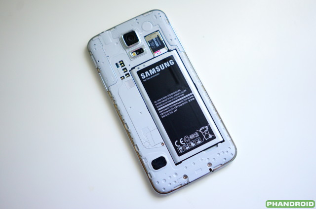 Samsung Galaxy S5 back removed DSC05770