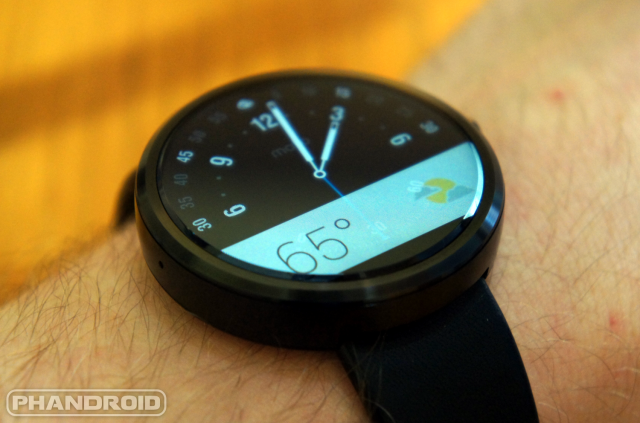 Moto 360 screen