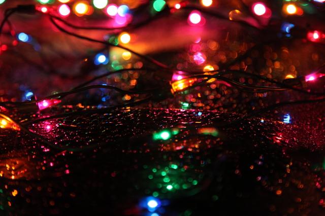 Christmas_lights_rain
