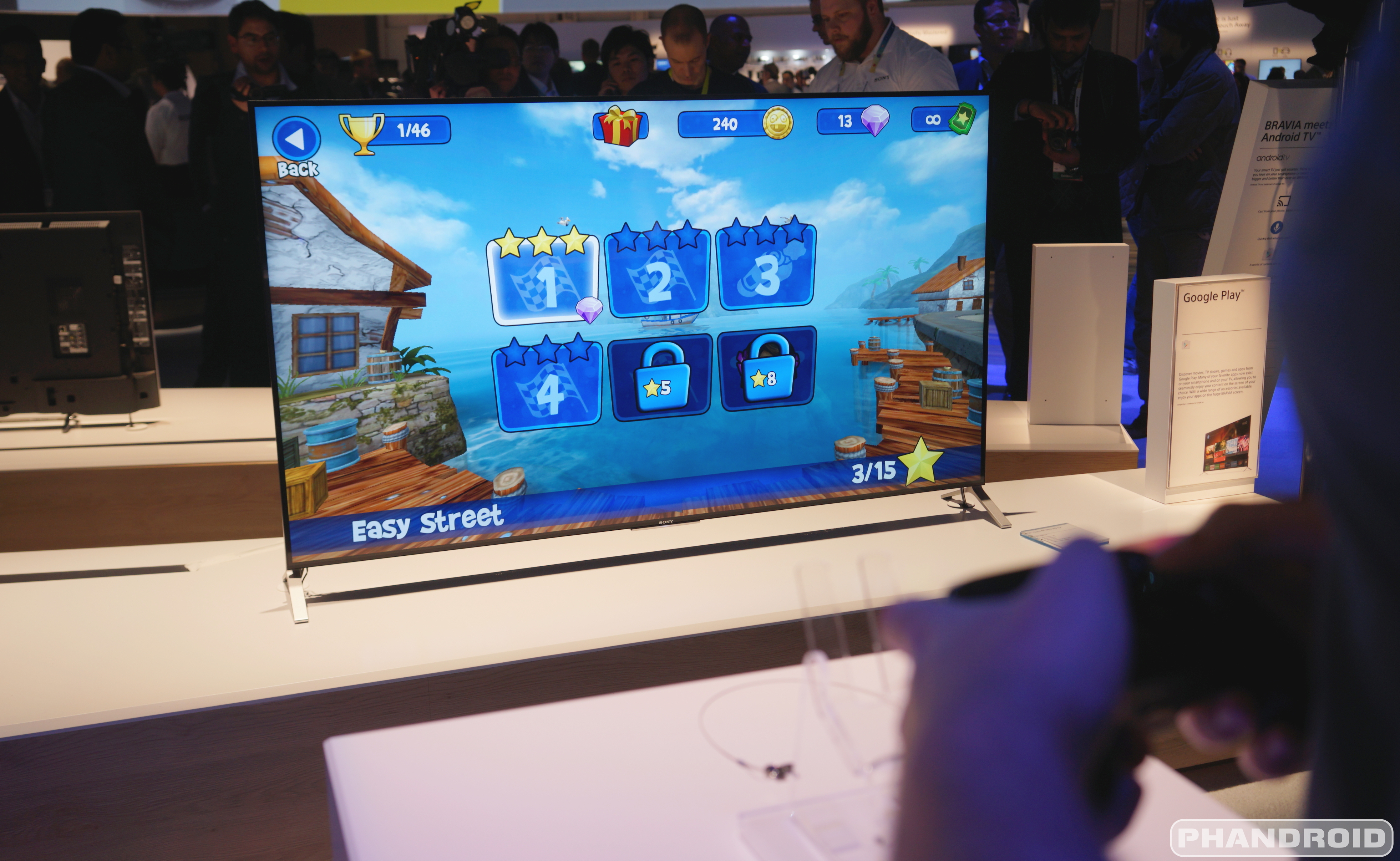 CES 2015 Video: Eyes-on with Sony's Bravia 900 with Android TV