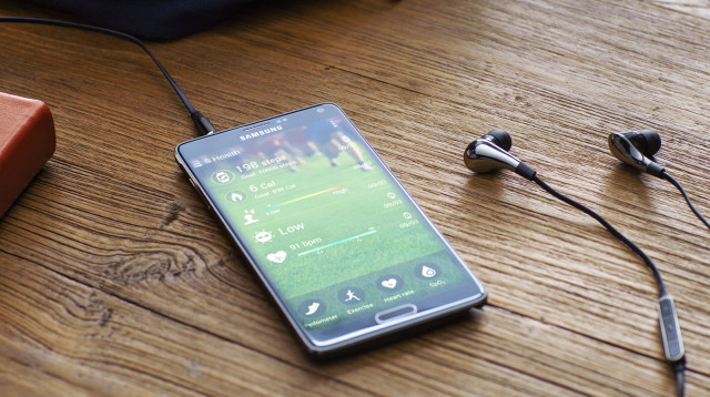 Samsung Galaxy Note 4 charging table