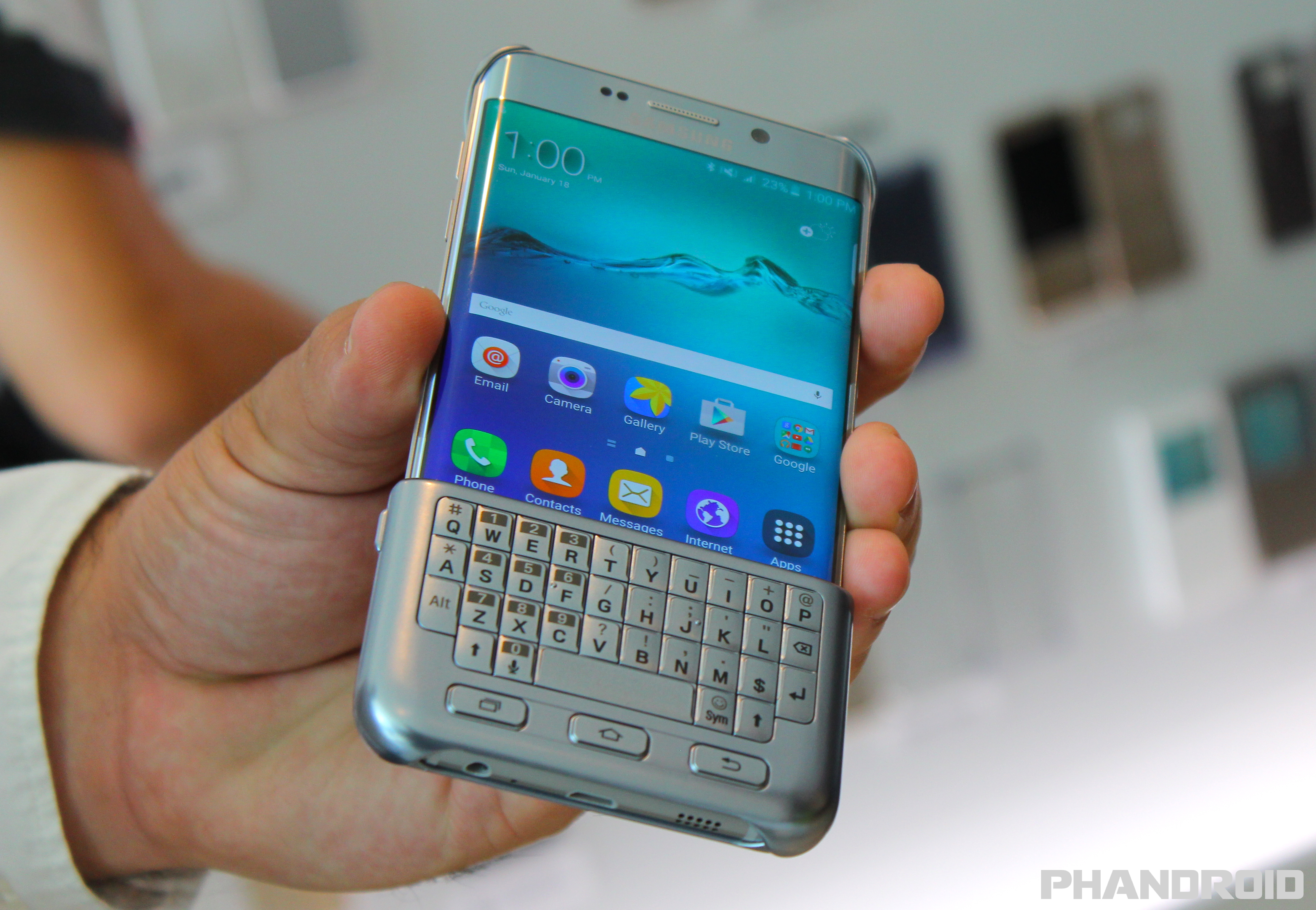 the samsung galaxy s7 and s7 edge might  e with a keyboard cover