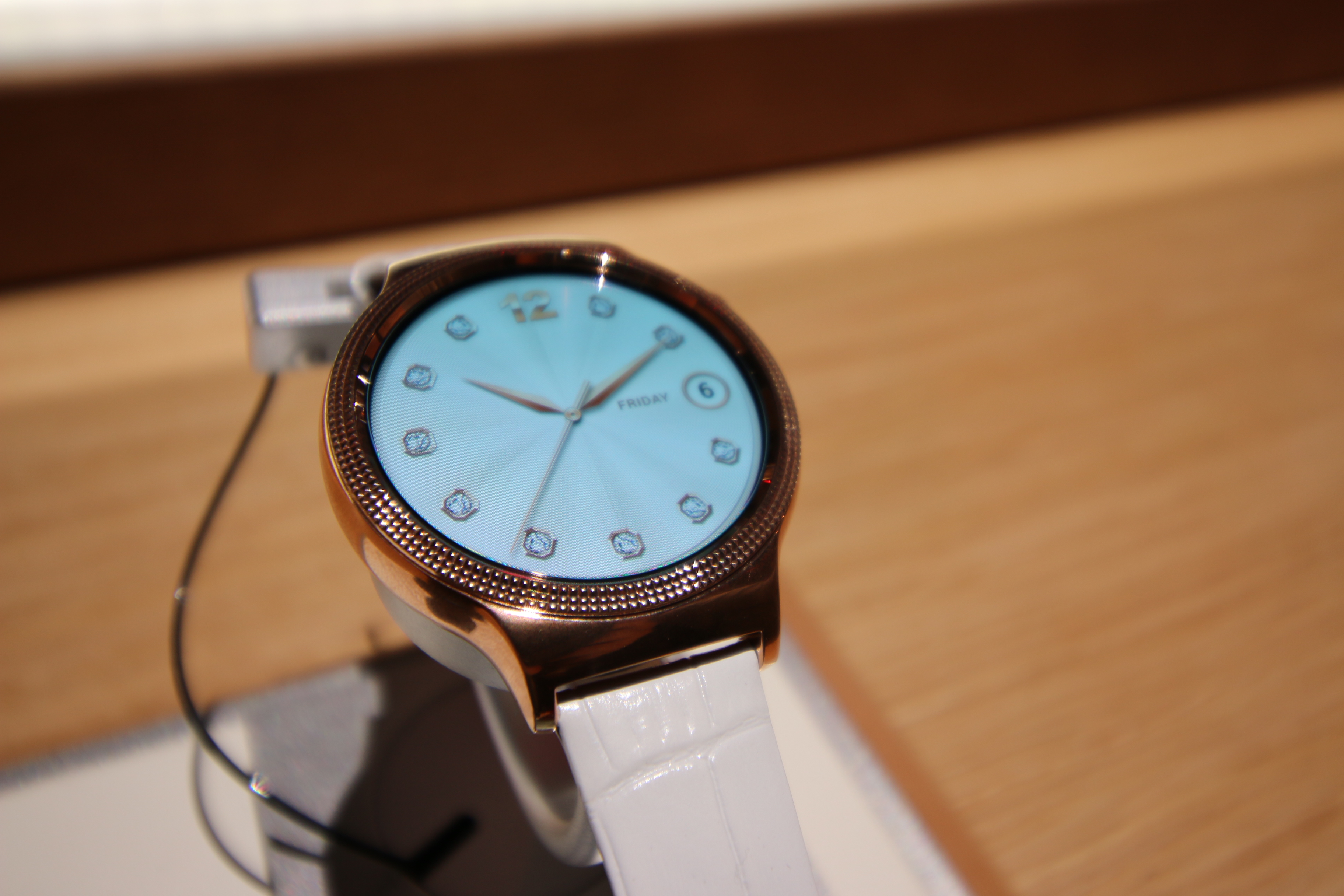 Hands-on with Huawei's smartwatches for the ladies
