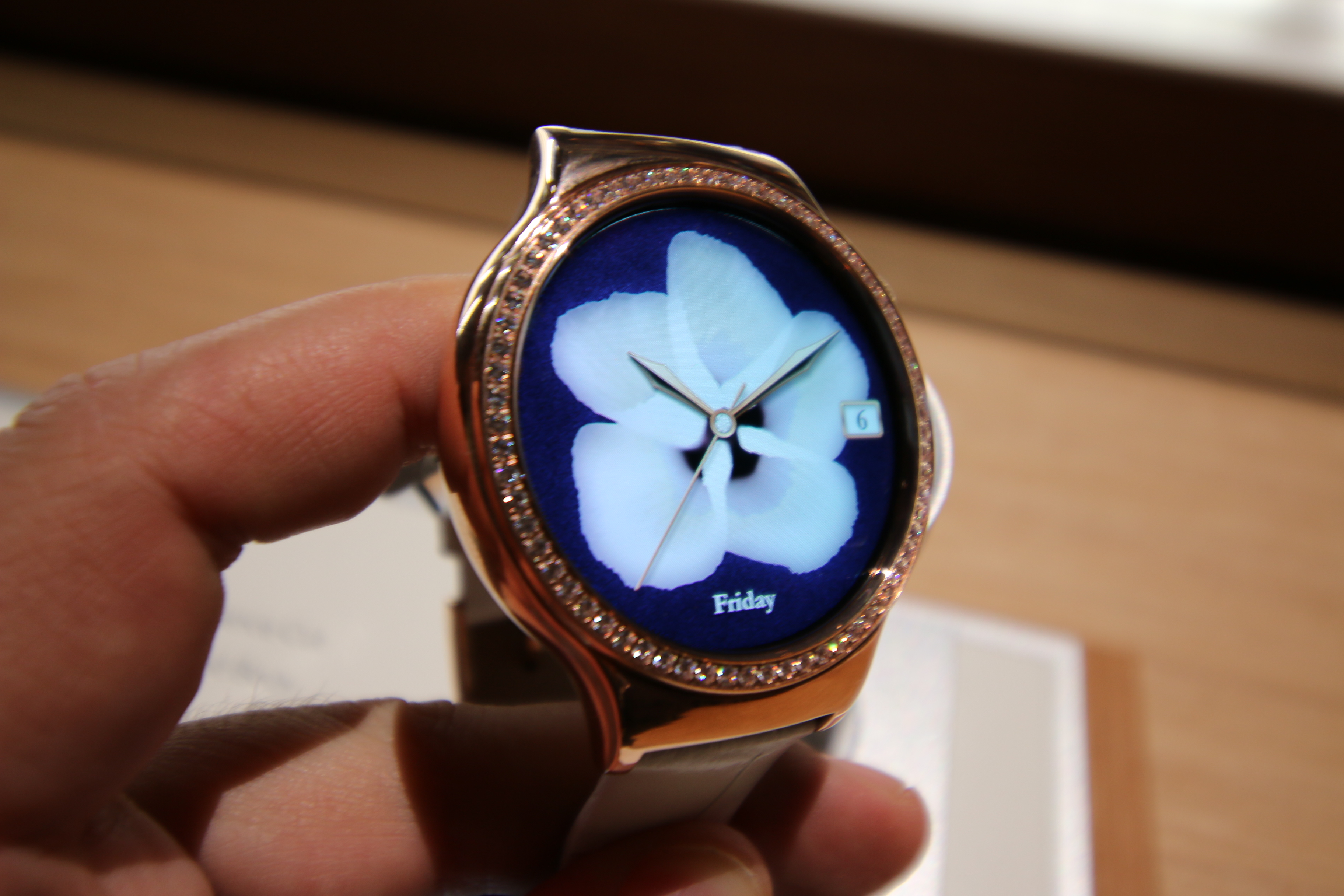 Hands-on with Huaweis smartwatches for the ladies