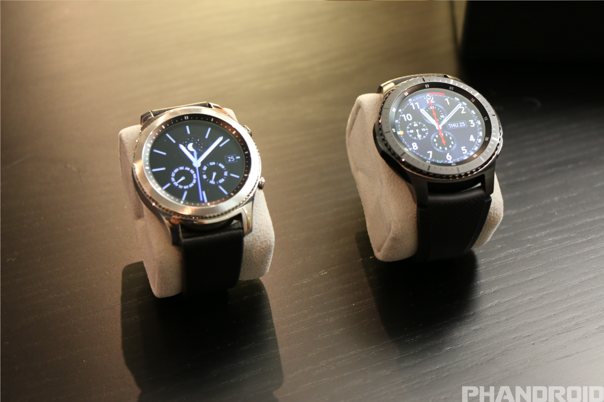 samsung gear s3 classic and samsung gear s3 frontier. Black Bedroom Furniture Sets. Home Design Ideas