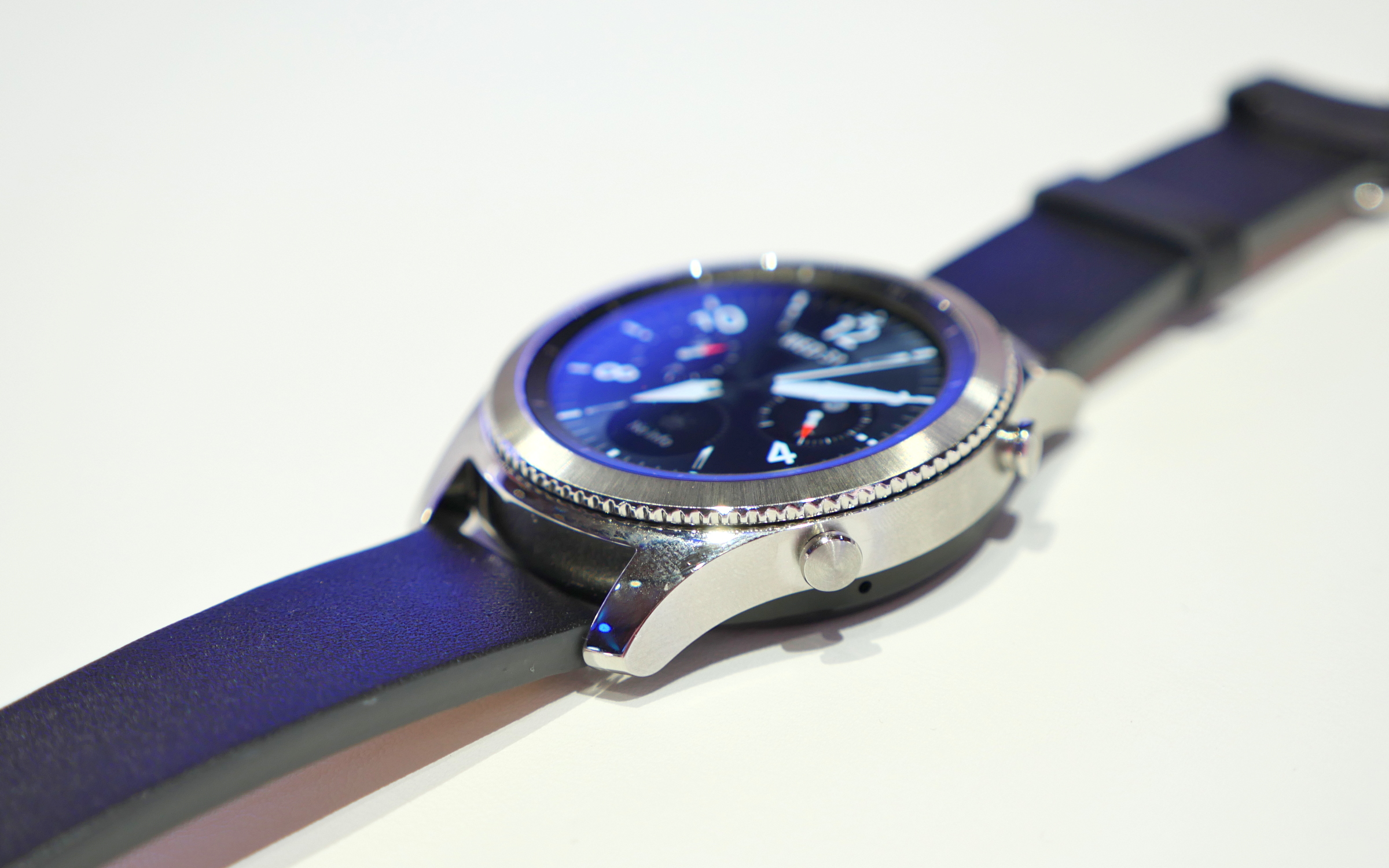 a second look at the samsung gear s3 frontier and gear s3. Black Bedroom Furniture Sets. Home Design Ideas