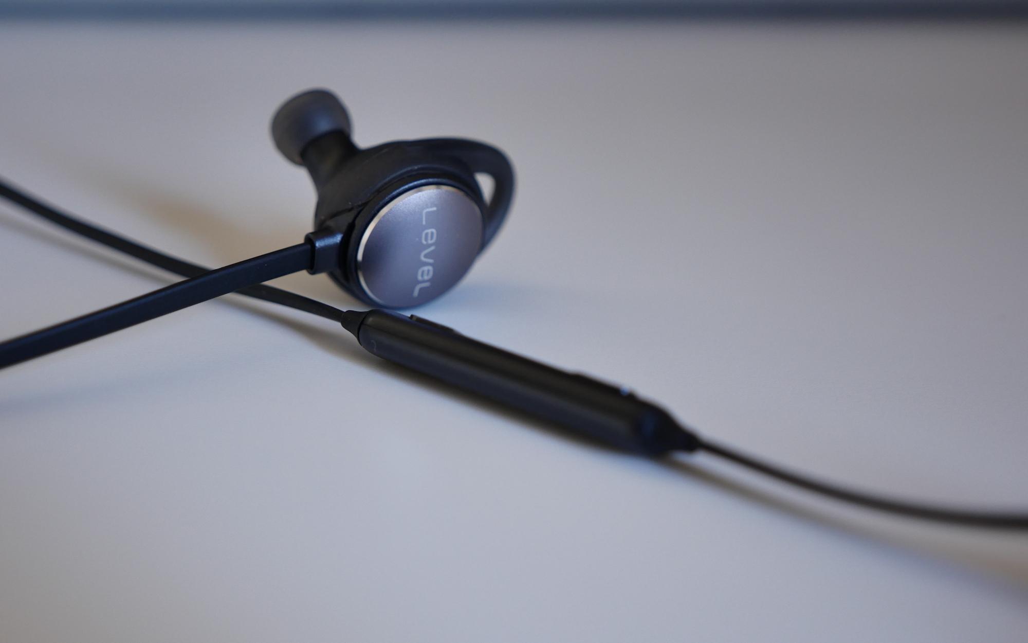 how to get overwatch audio through headphones