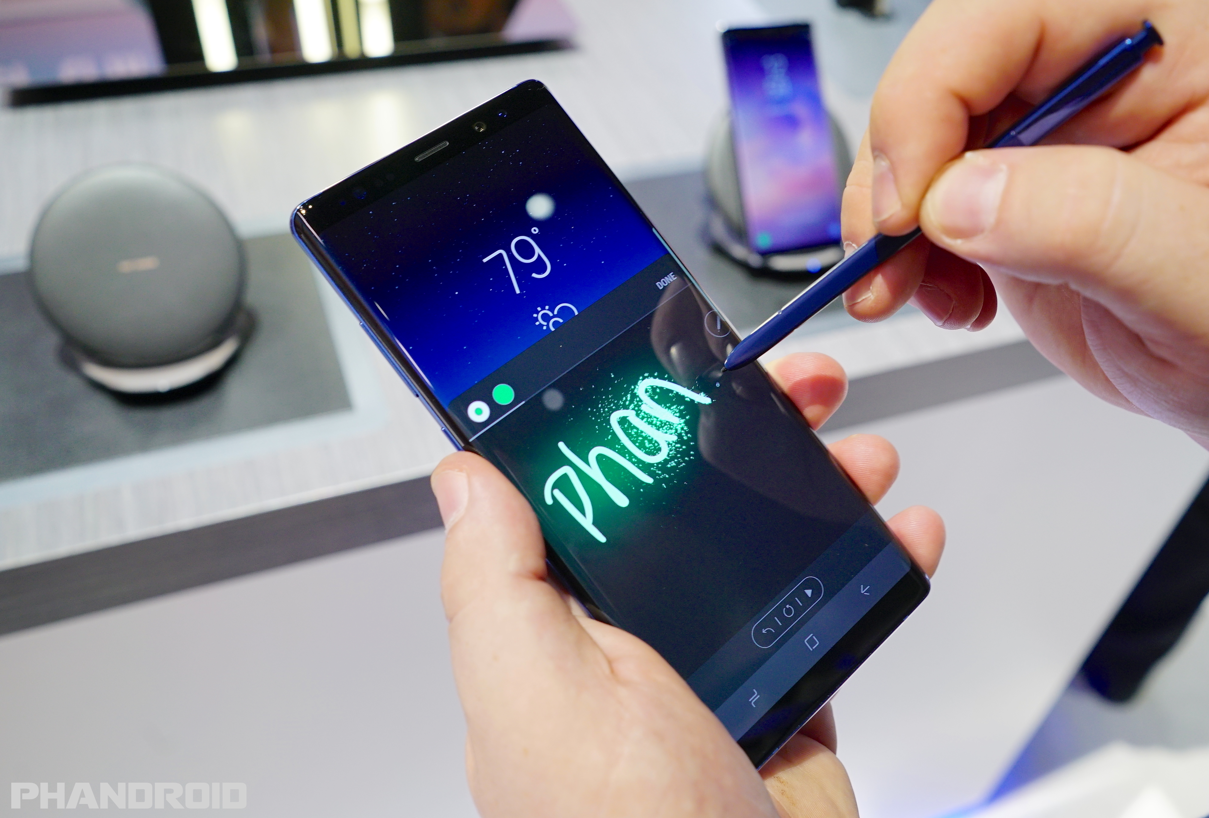 samsung galaxy note 8 first look. Black Bedroom Furniture Sets. Home Design Ideas