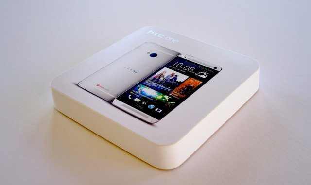 HTC One Developer Edition Box thumb