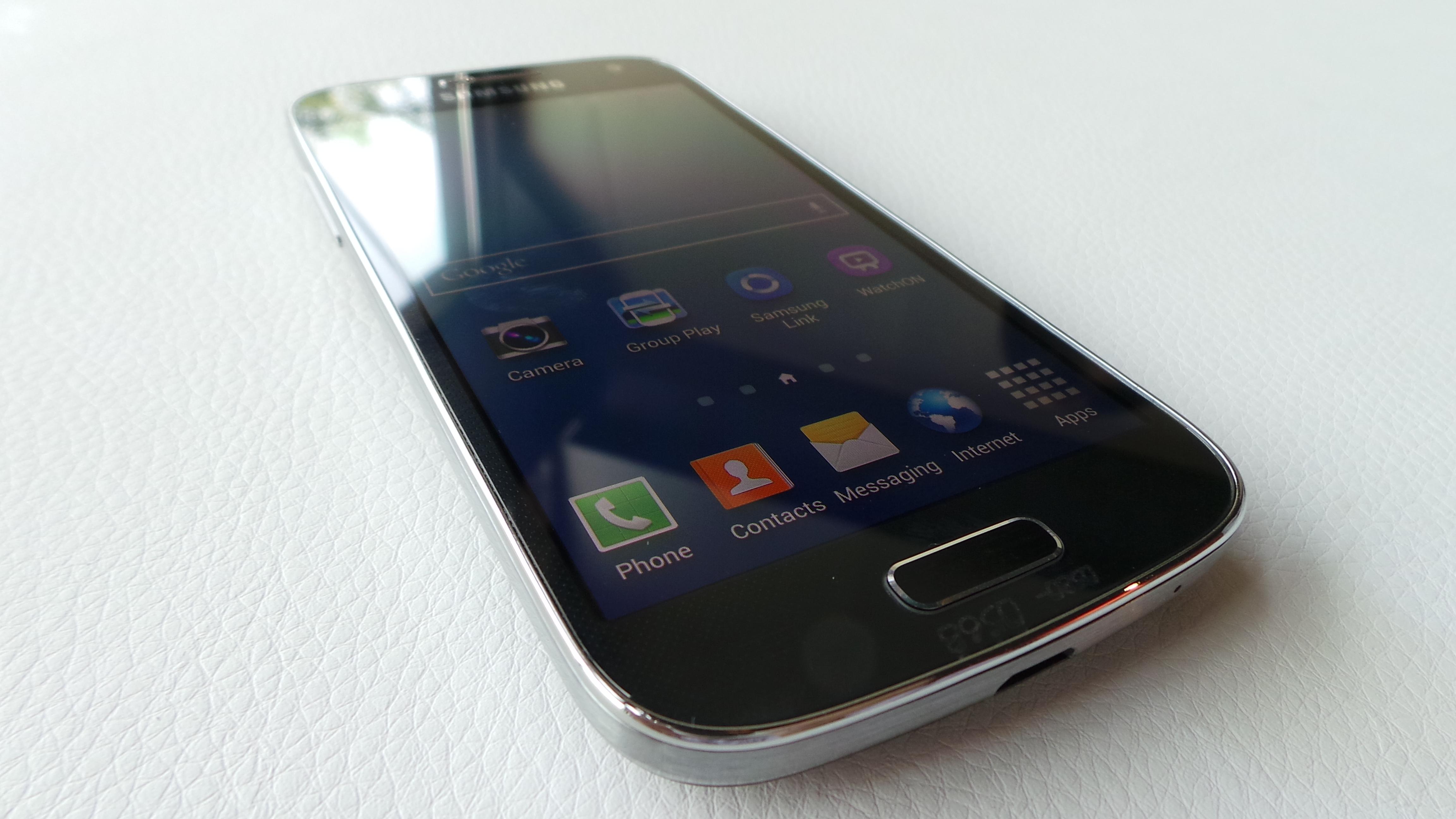Samsung Galaxy S4 Vs Samsung Galaxy S4 Mini Hands-on Video