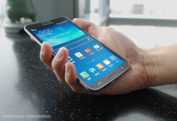 Samsung Galaxy Round hand