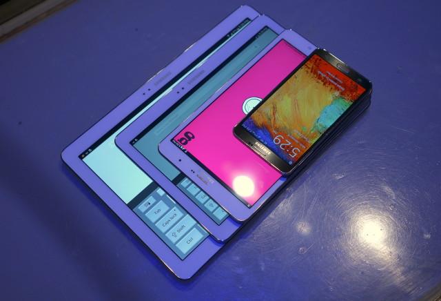 Samsung Galaxy Pro comparison size DSC05096
