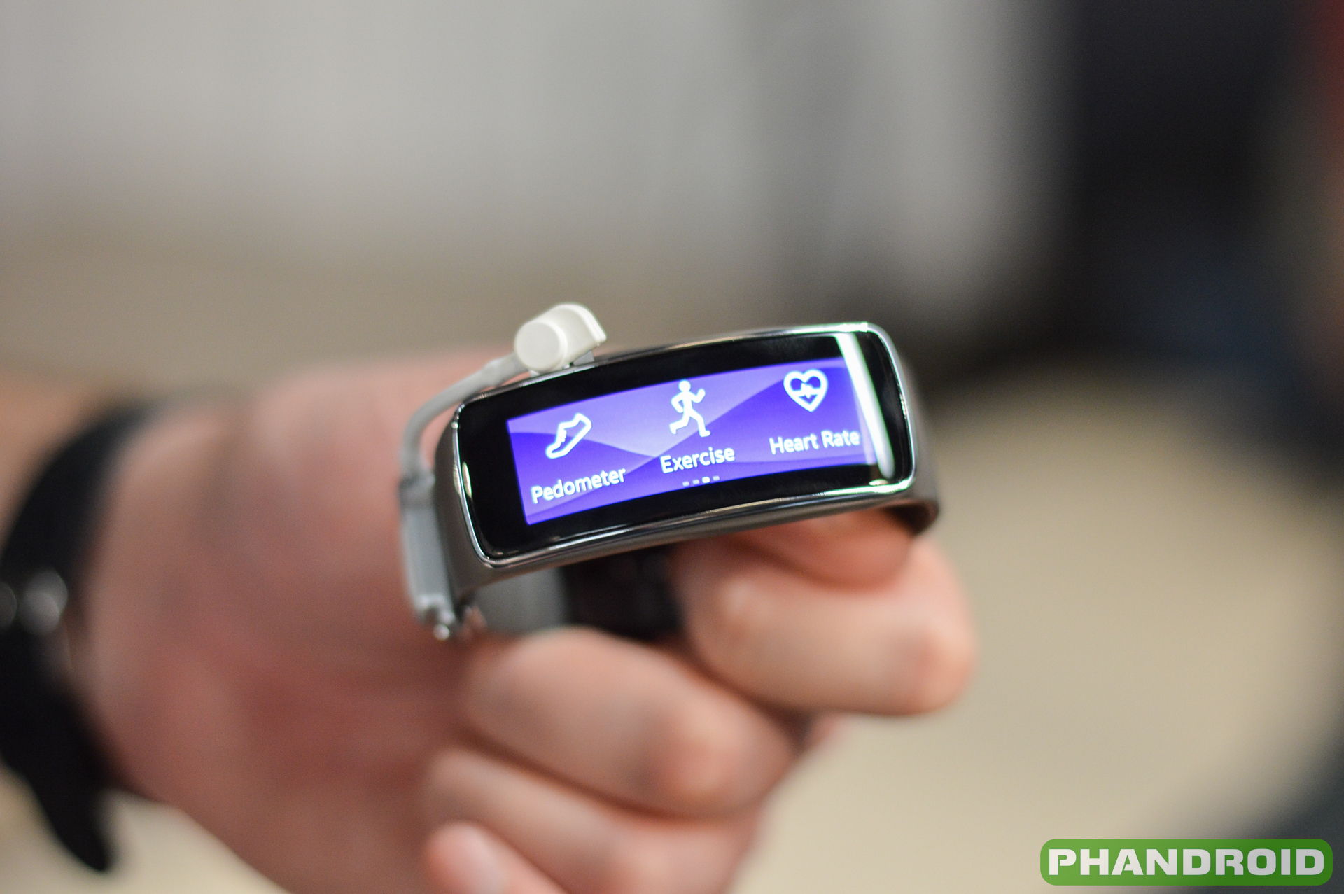 Hands-on: Samsung Gear Fit [VIDEO]  Hands-on: Samsu...