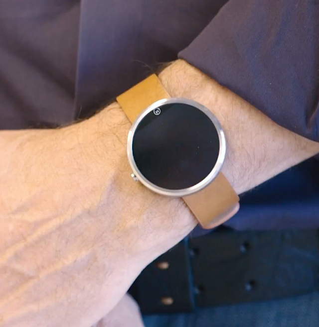 A closer look at the Moto 360 as it appears in the wild