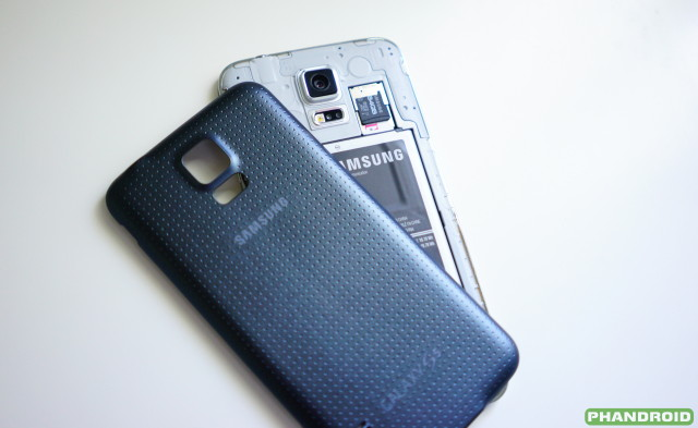 Samsung Galaxy S5  back cover removed DSC05768
