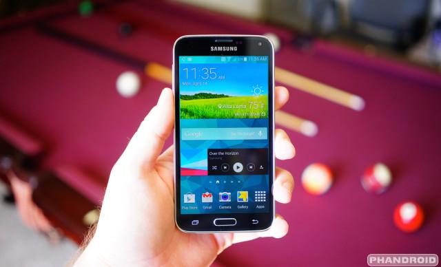 Samsung Galaxy S5 hand DSC05788