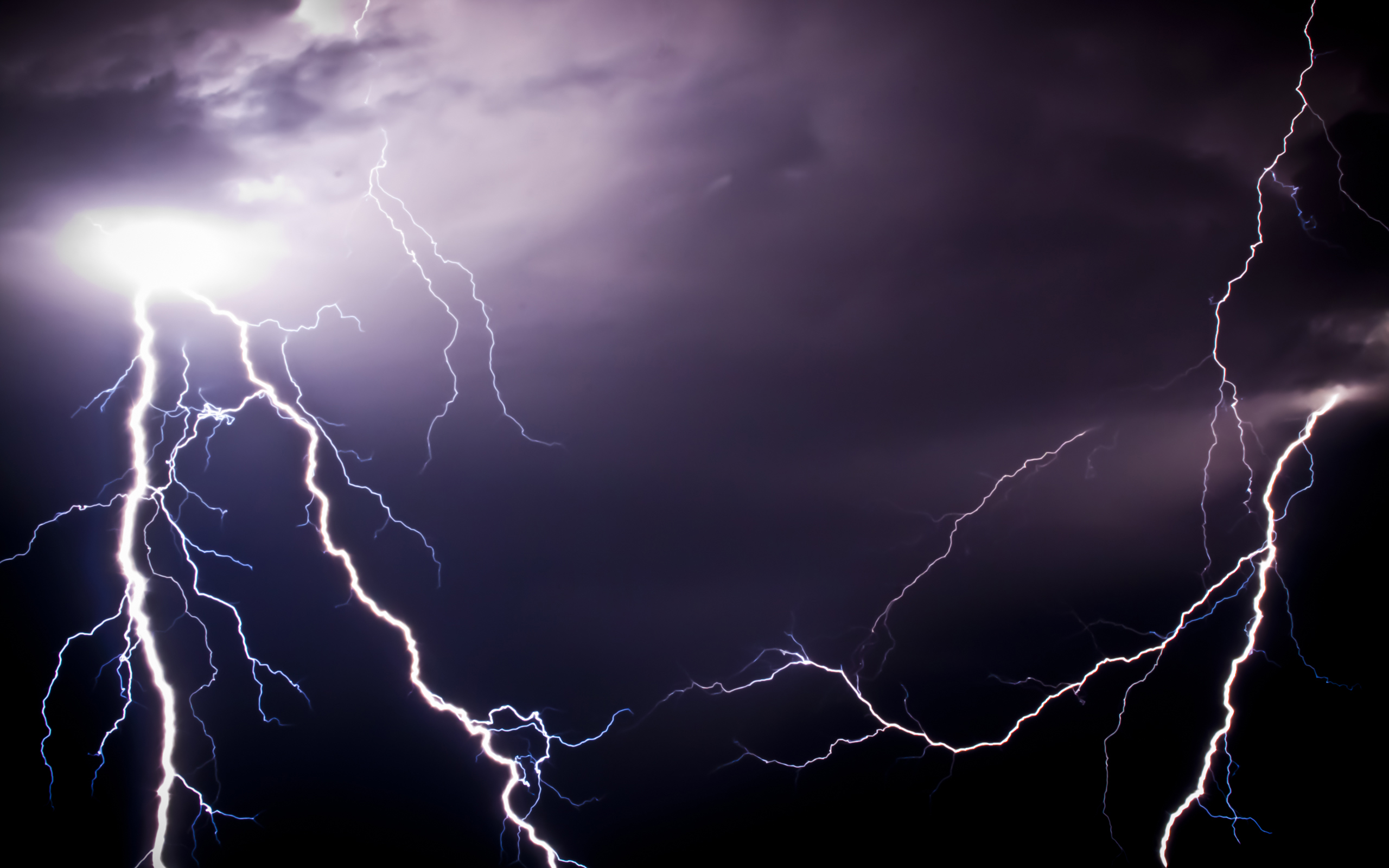 a bolt of lightening essay This type of lightning appear in thunder clouds, the flashes are created by  lightning bolts the thunder clouds that heat lightning is in is more then 10 miles  away.