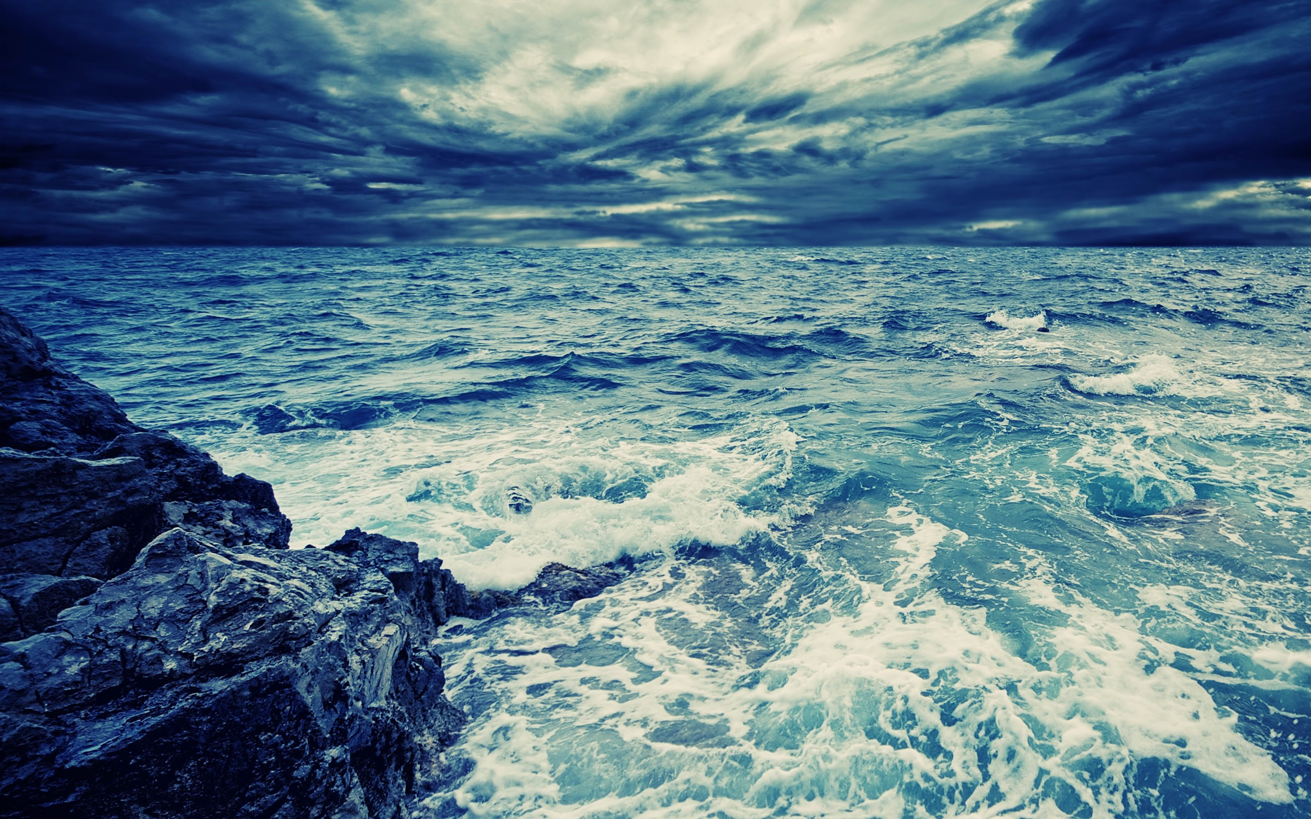 Android Wallpaper Deep Blue Sea