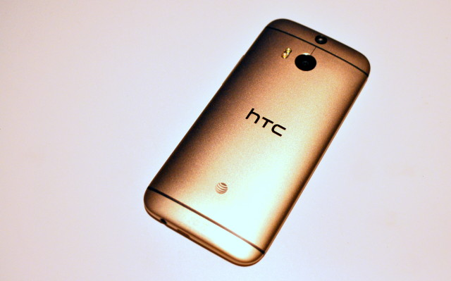 htc-one-m8-gold-3