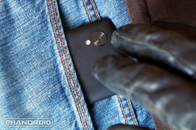 How to avoid pickpockets who steal phones