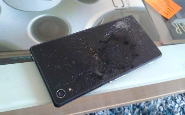 Sony Xperia Z2 Damaged_2