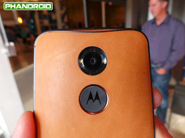 moto-x-natural-leather-2