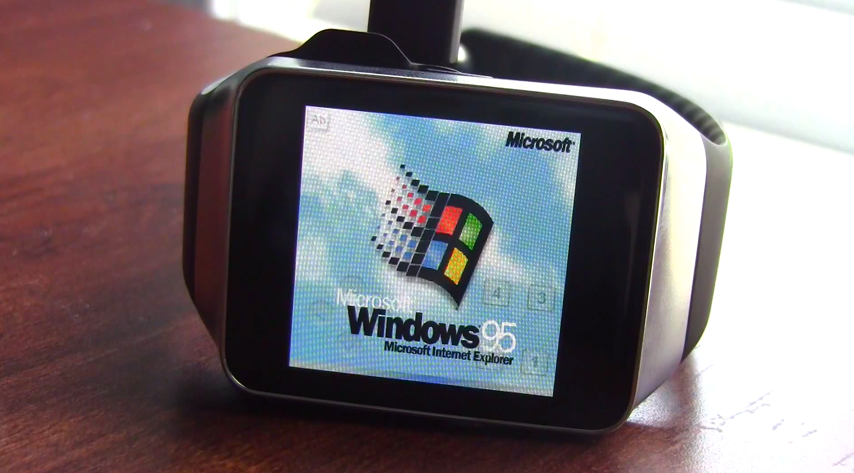 Windows 95 Running On Android Wear