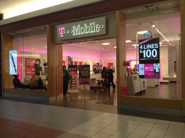 T-Mobile_US_Retail_Store_in_Waterbury,_CT
