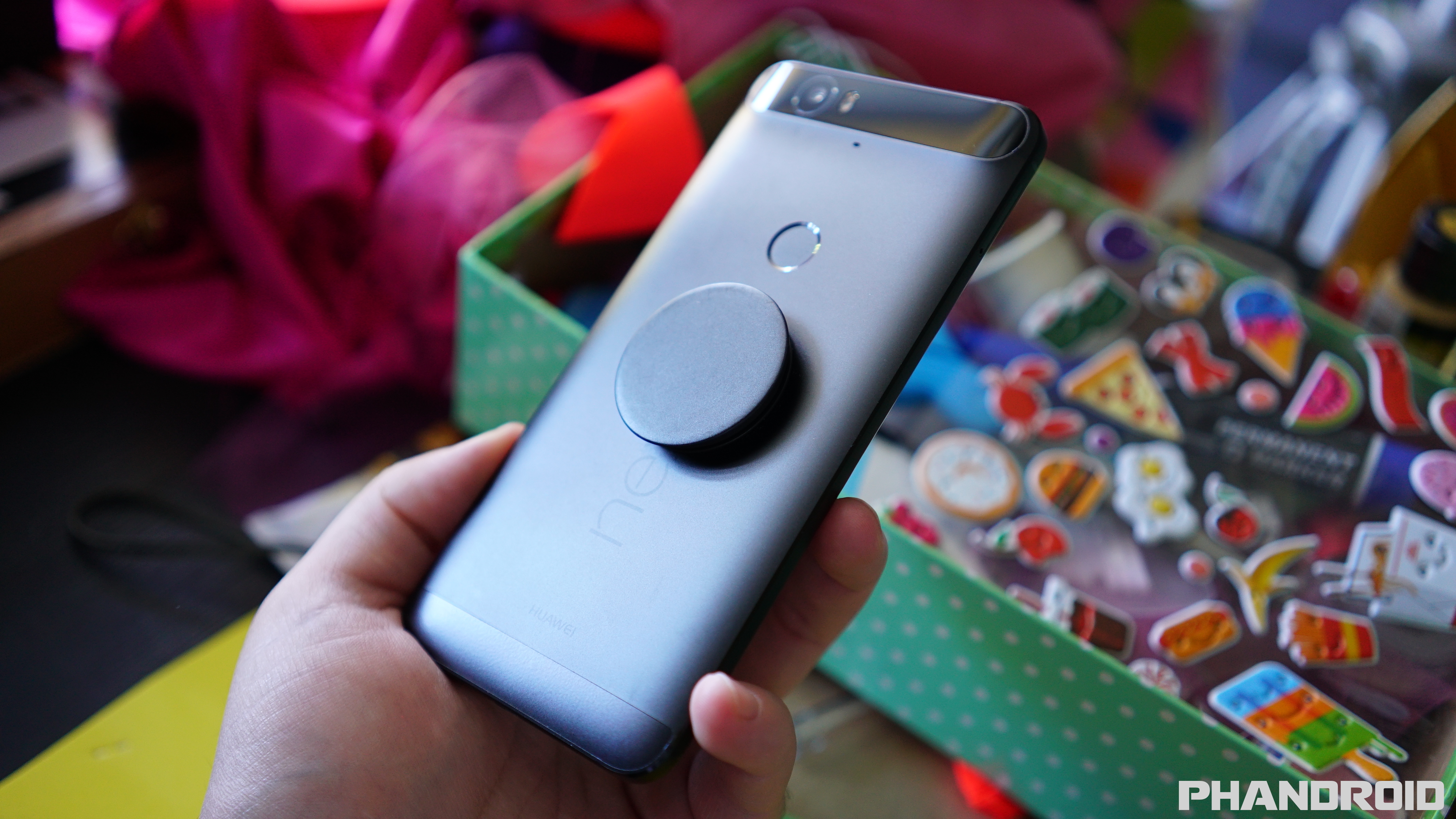 Popsocket Makes Nexus 6p Easy To Use With 1 Hand