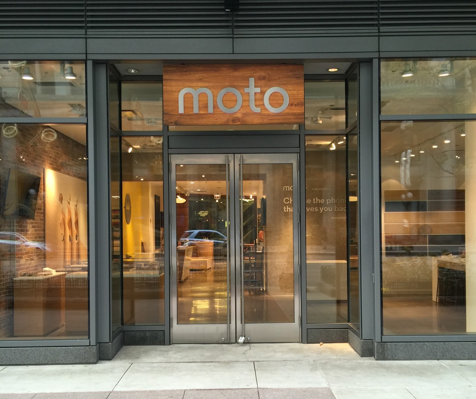 Shop Stores: Motorola Is Opening A Cool Retail Shop In Chicago This