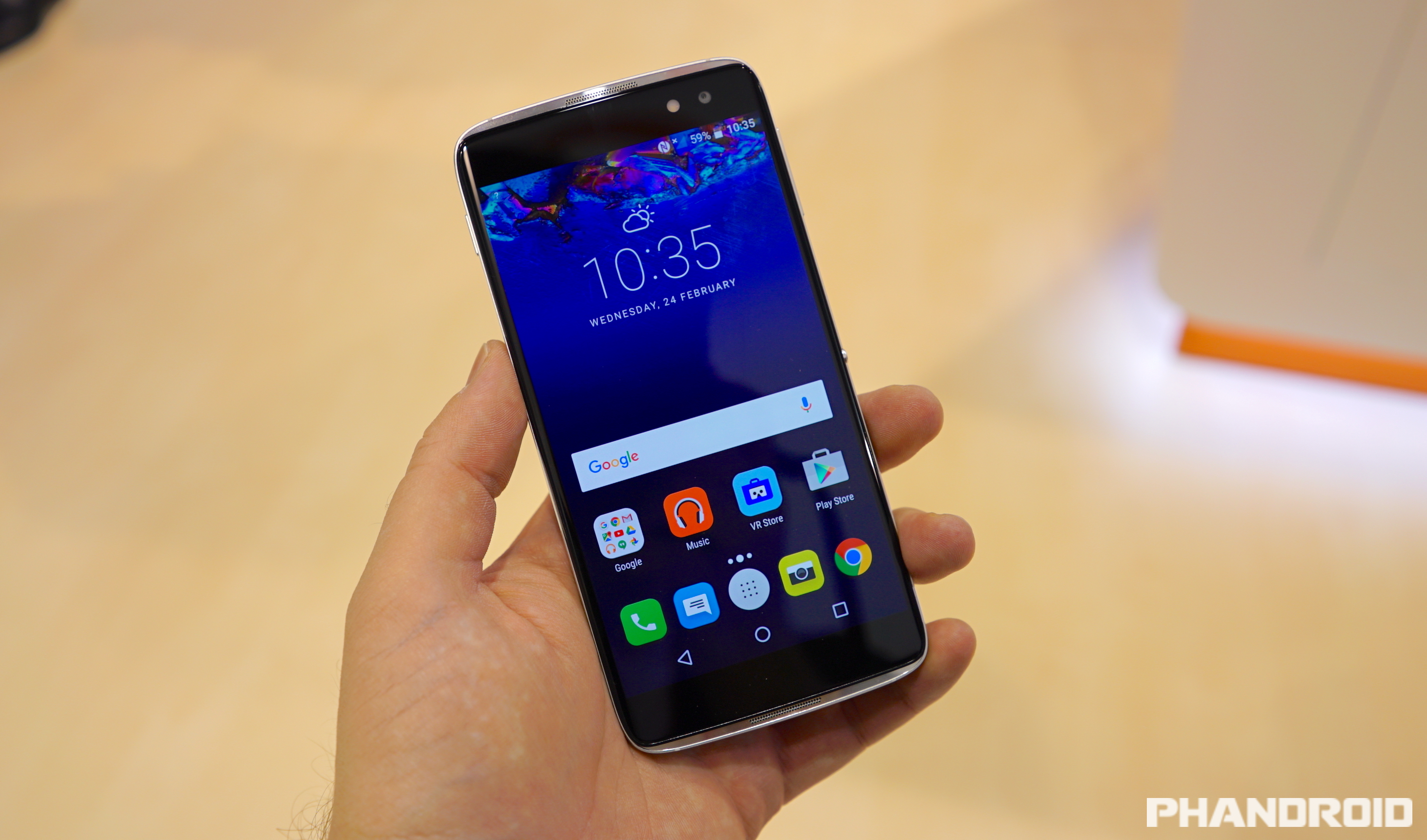 the alcatel idol 4s wants to be this year 39 s best mid range phone video. Black Bedroom Furniture Sets. Home Design Ideas