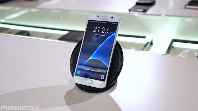 7 best qi wireless charger for android devices. Black Bedroom Furniture Sets. Home Design Ideas