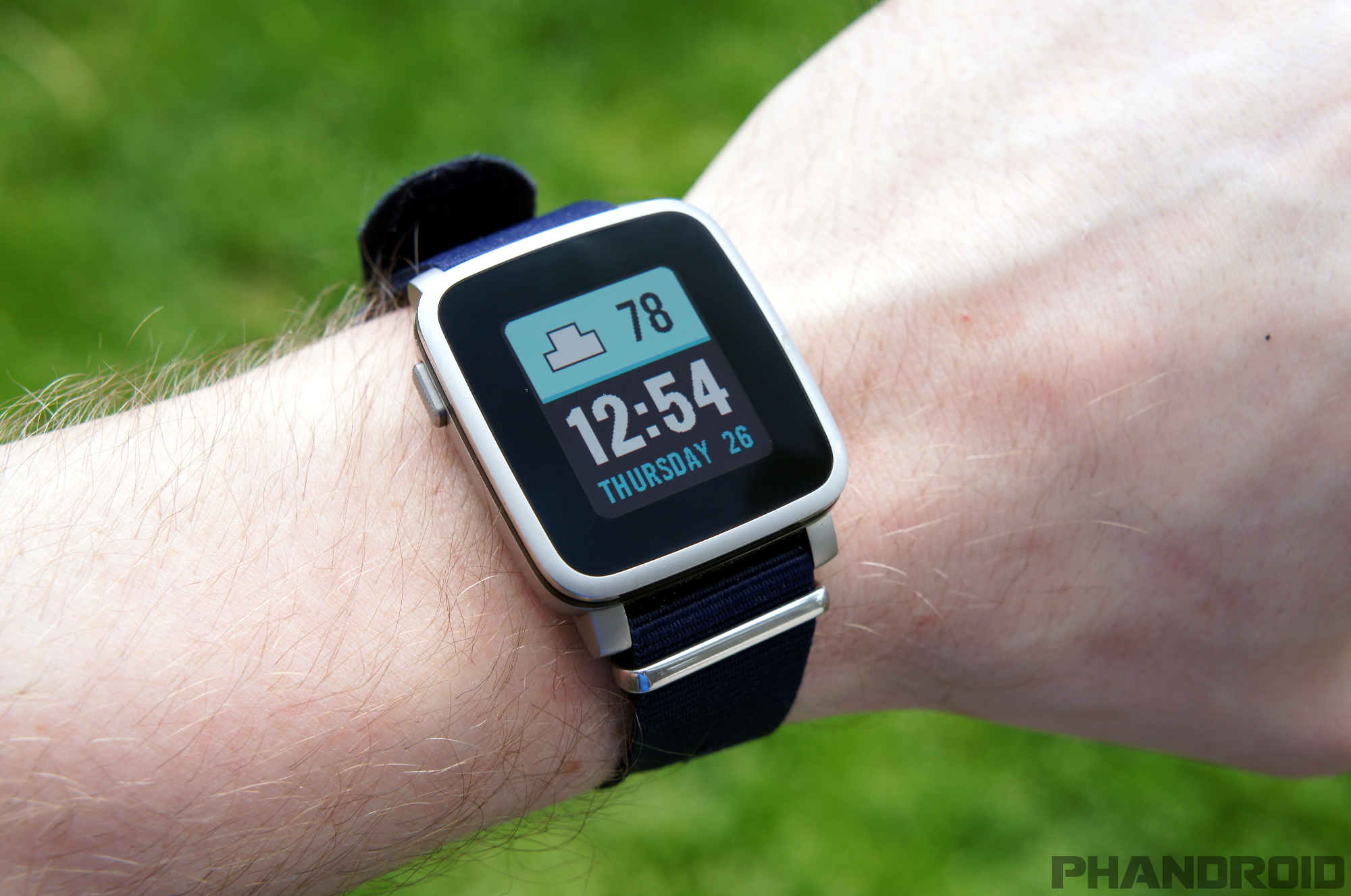 5 reasons why I prefer Pebble over Android Wear