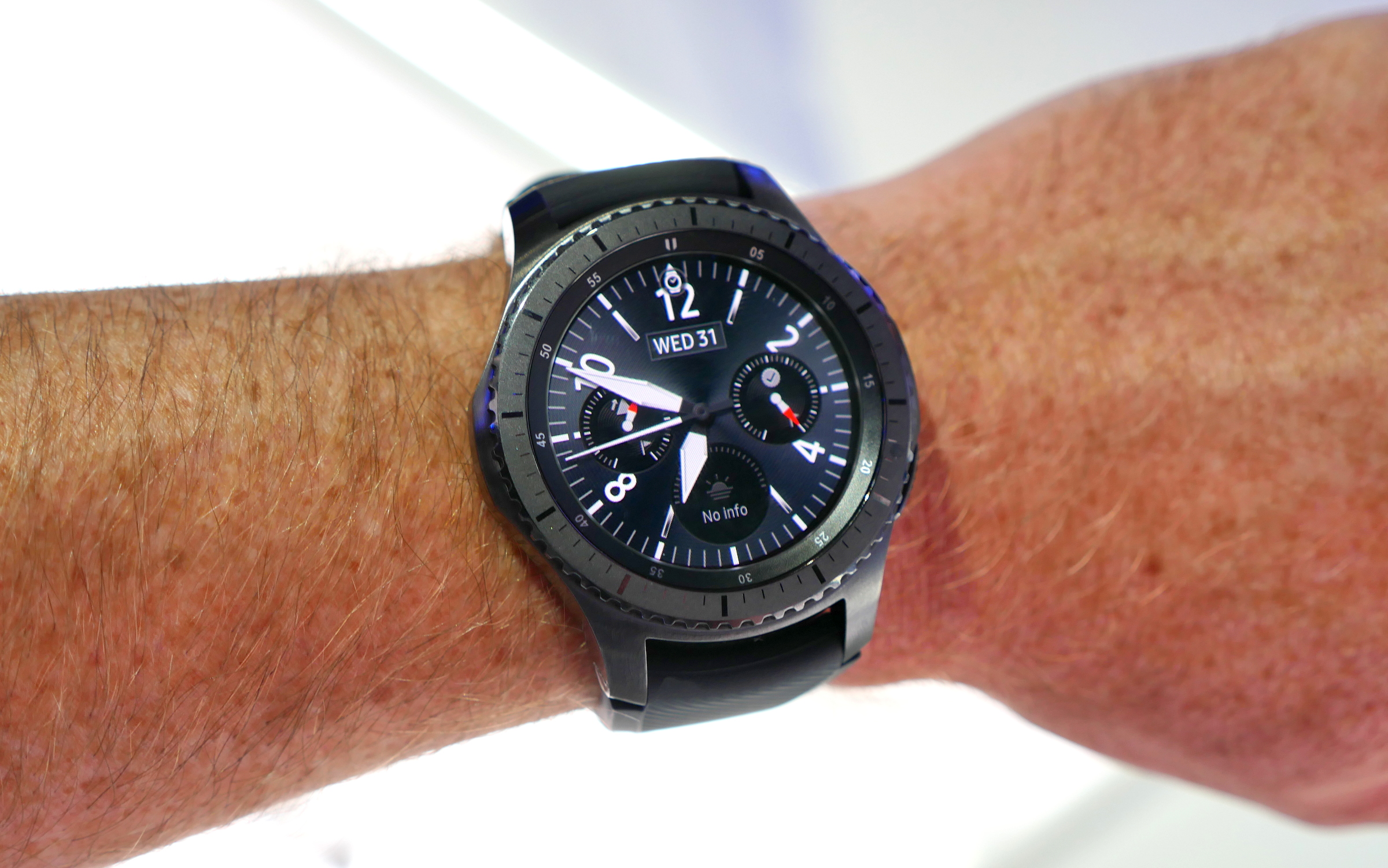 samsung gear s3 frontier and classic are finally available. Black Bedroom Furniture Sets. Home Design Ideas