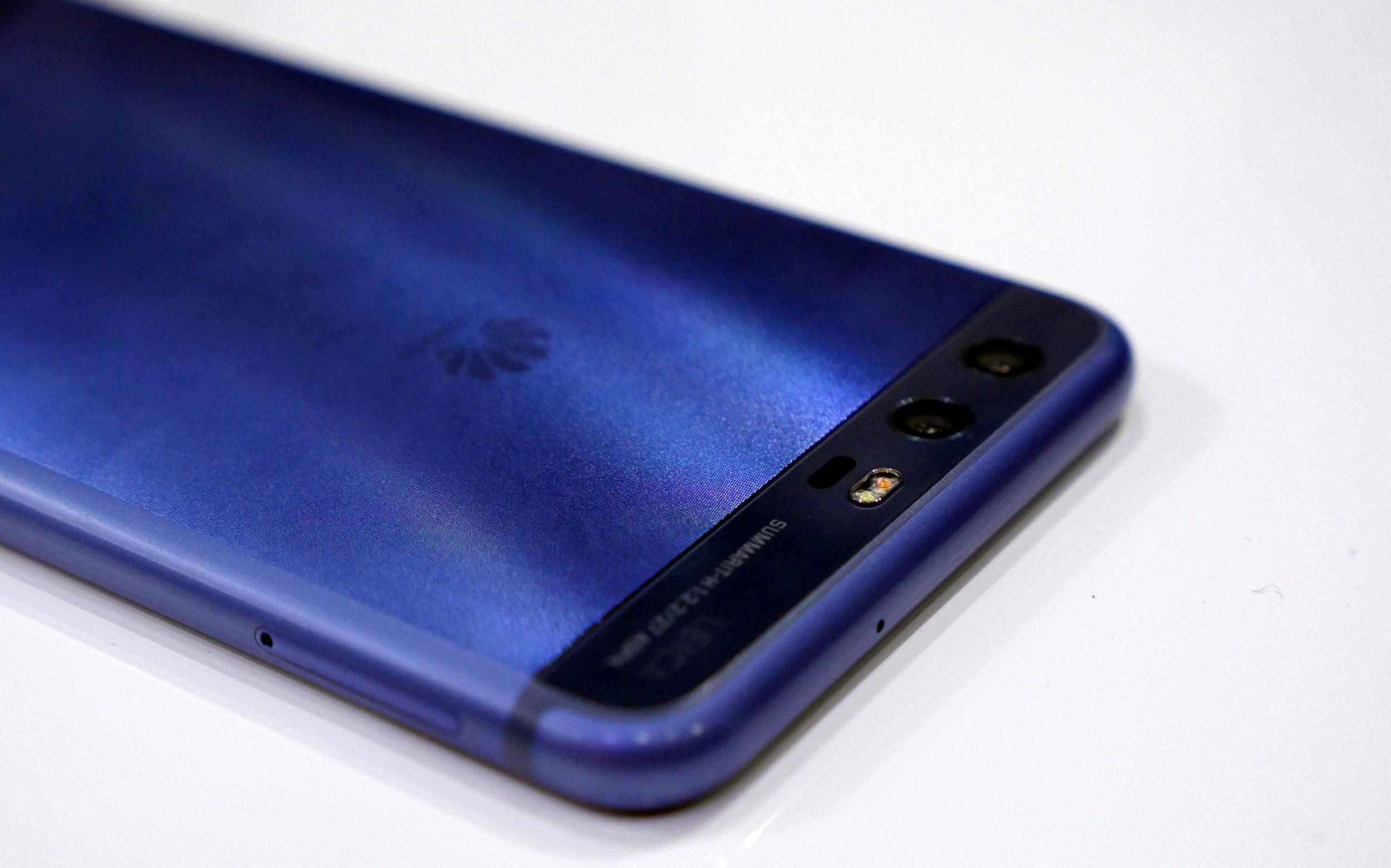 Huawei P10 inserire memoria MicroSD - Allmobileworld.it
